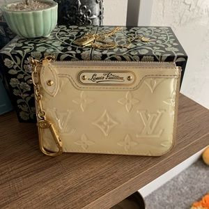 Louis Vuittion Creme Key Vernis Pouchette Wallet